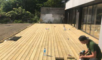 Quelle pente pour une terrasse en bois ?