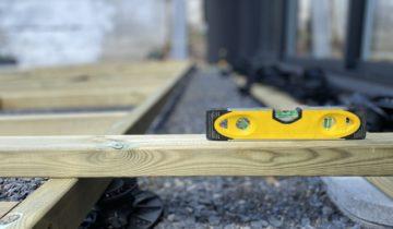 Que mettre sous une terrasse en bois ?
